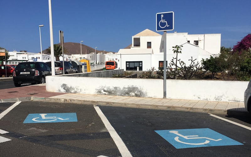 Tías demands better signage for people with reduced mobility