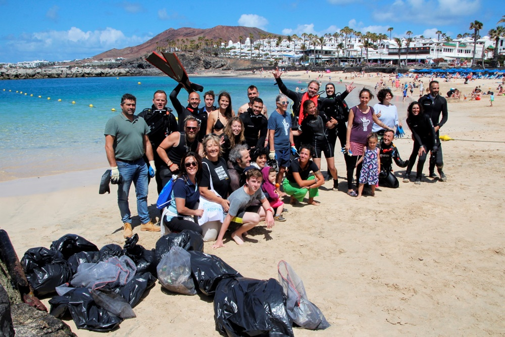 Flamingo beach, prettier, thanks to the volunteers