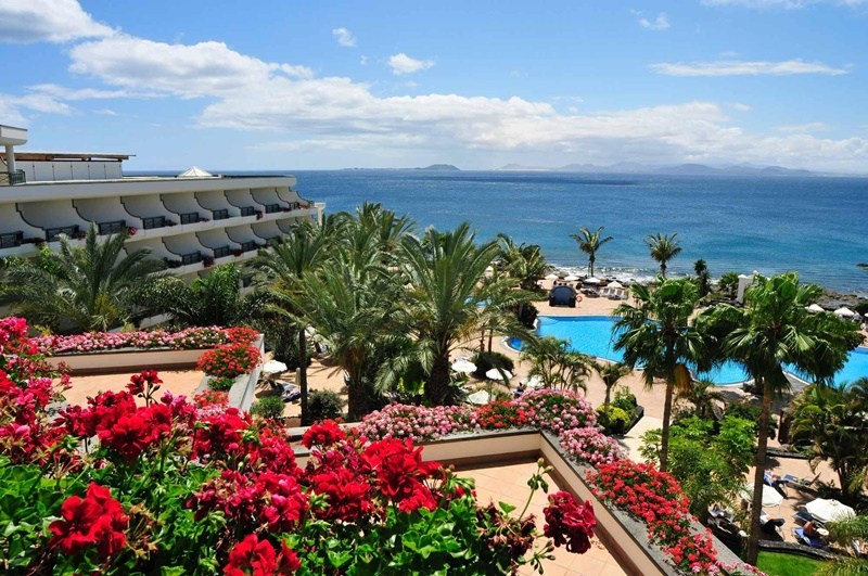 Yaiza grants the planning license to the Hotel Natura Palace in Playa Blanca