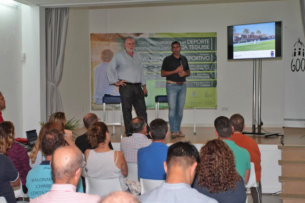 Teguise 'outraged' with the company awarded the Costa Teguise soccer field