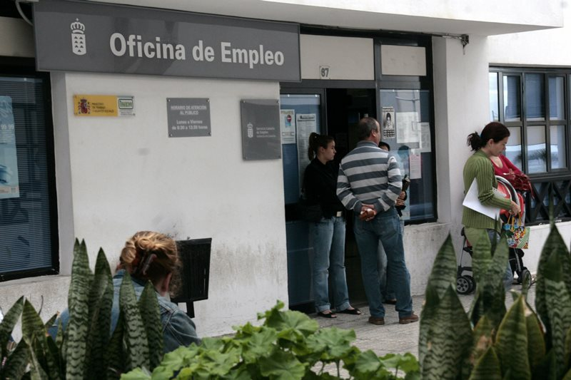 Unemployment falls in the Canary Islands